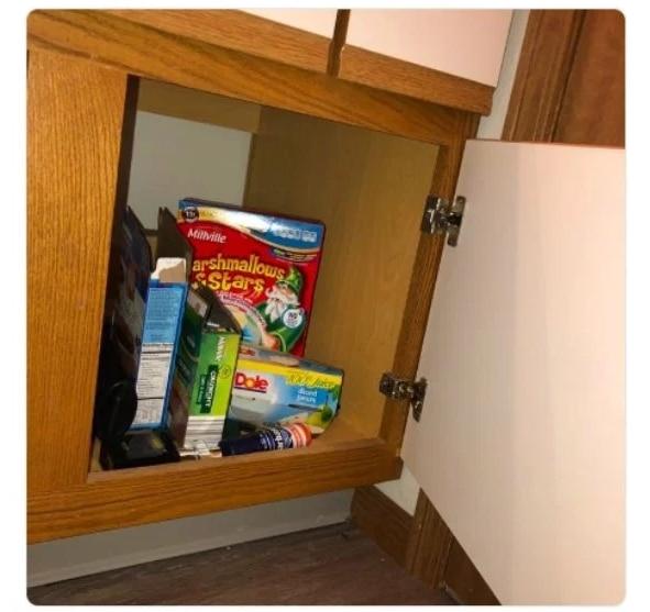 коробки в шкафчике