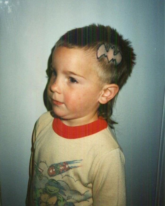 мальчик со странной стрижкой