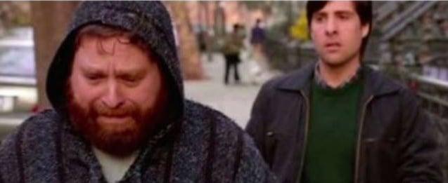 бородатый мужчина в капюшоне
