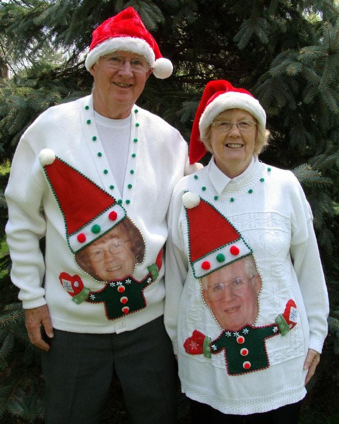 дедушка и бабушка в смешных свитерах