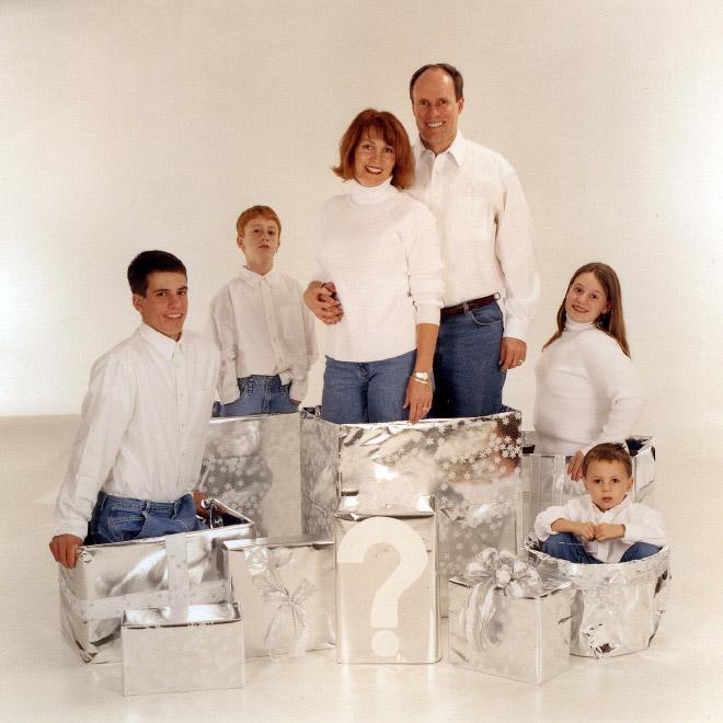 семья в коробках