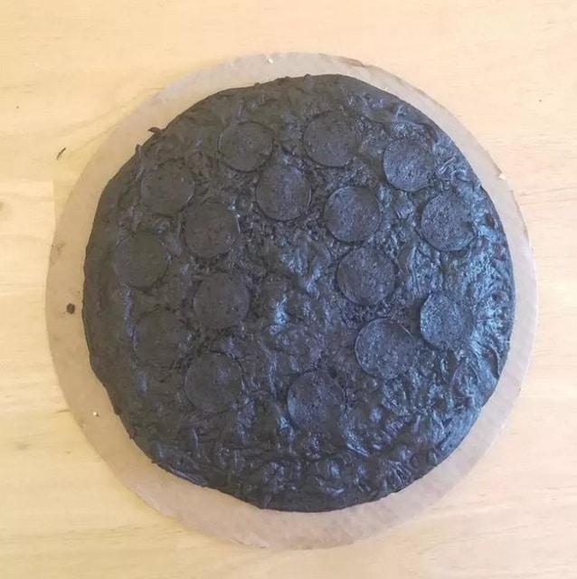 сгоревшая пицца