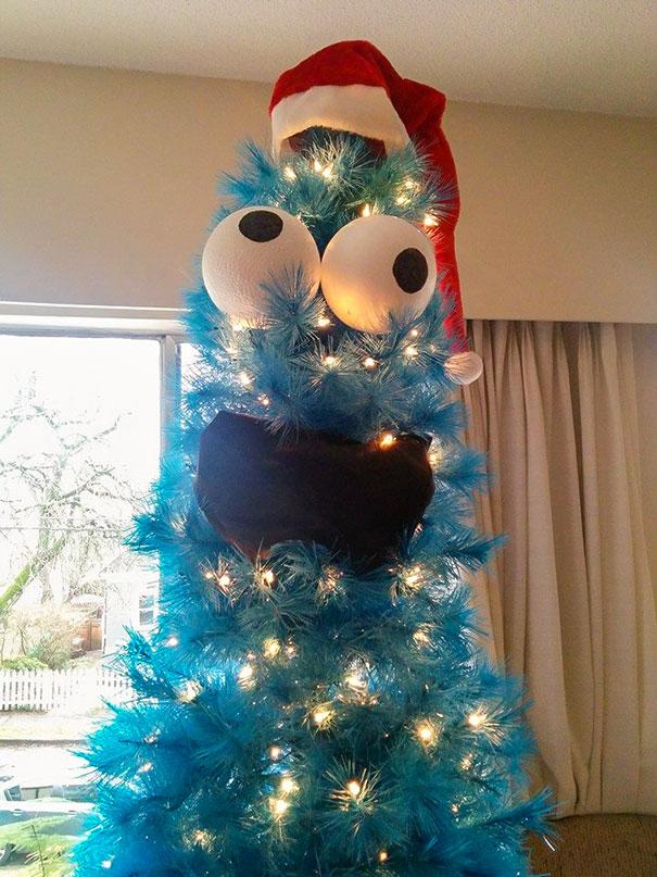 голубая елка с гирляндой