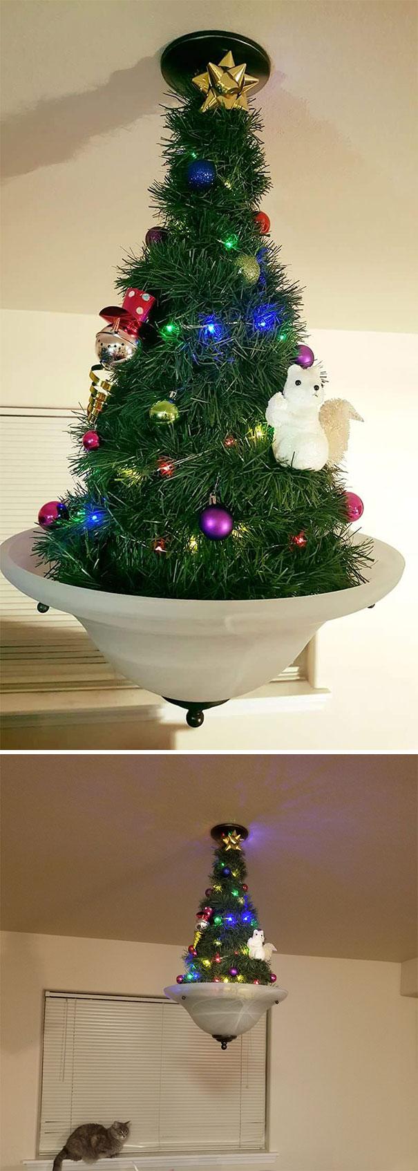 искусственная елка на люстре