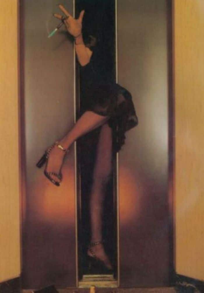 девушка застряла в лифте