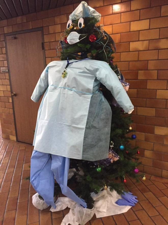 медицинский халат на елке