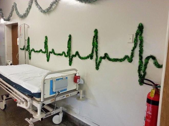 дождик на стене в больнице