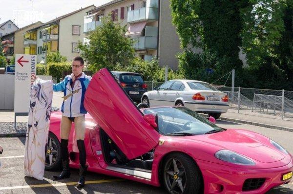 розовая машина