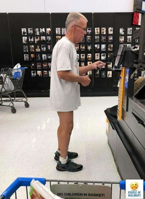 мужчина без штанов