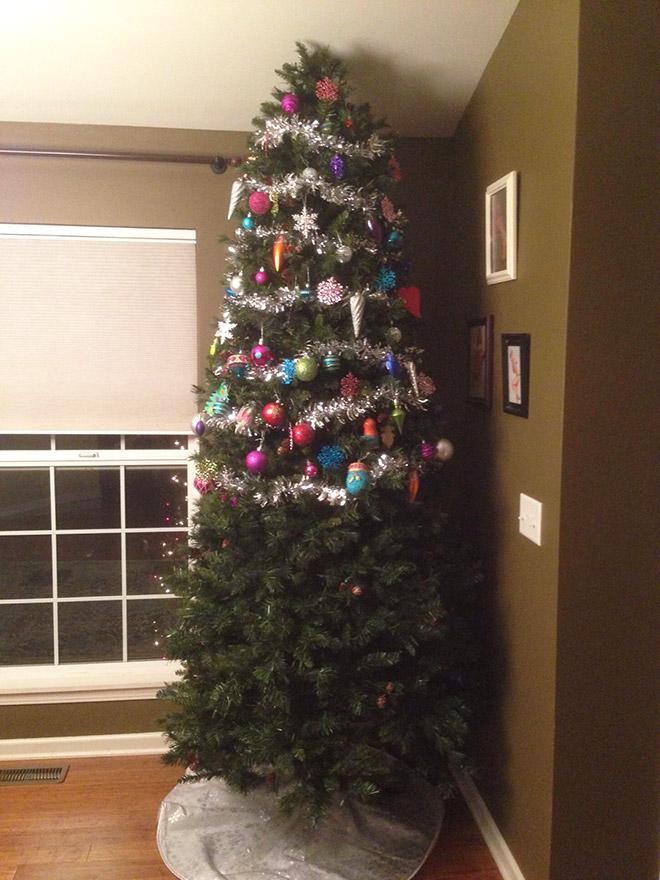 новогодняя елка без игрушек внизу