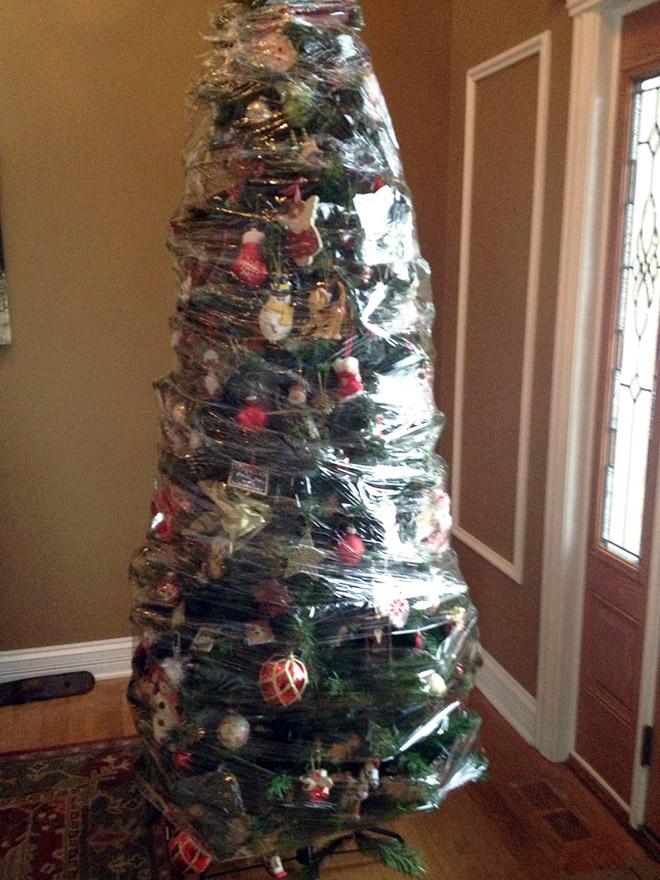 новогодняя елка в пищевой пленке