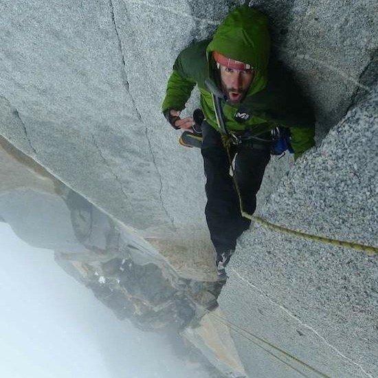 мужчина на скале