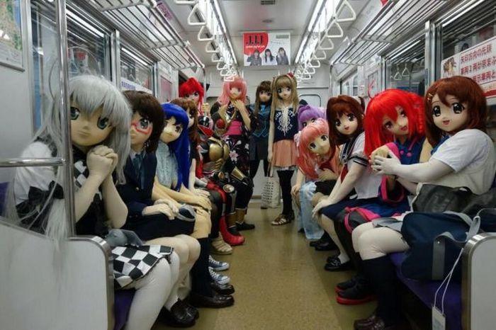 куклы в метро