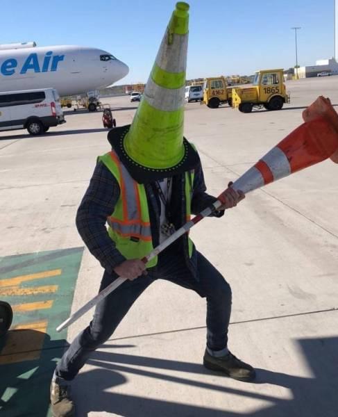 аэропорт и работник