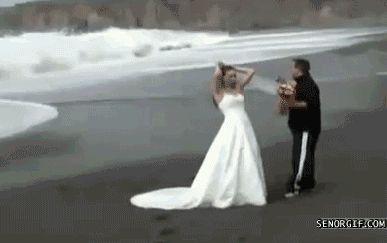 невесту накрыло волной
