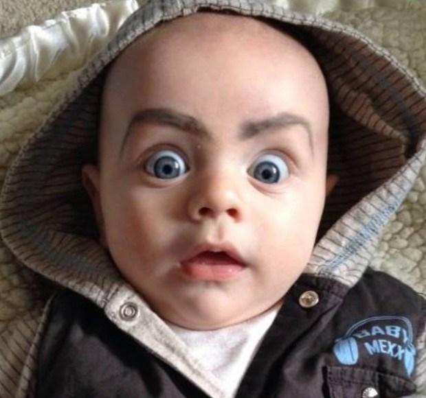 удивленный малыш