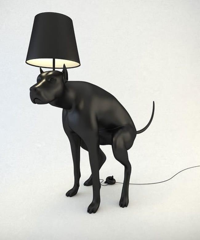 Лампа в виде собаки, делающей свои дела