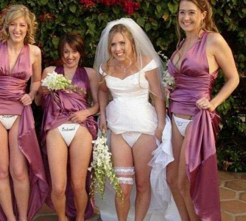 невеста с подружками показывают трусы