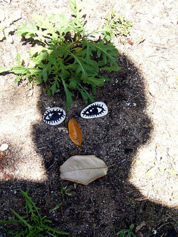 тень головы на земле