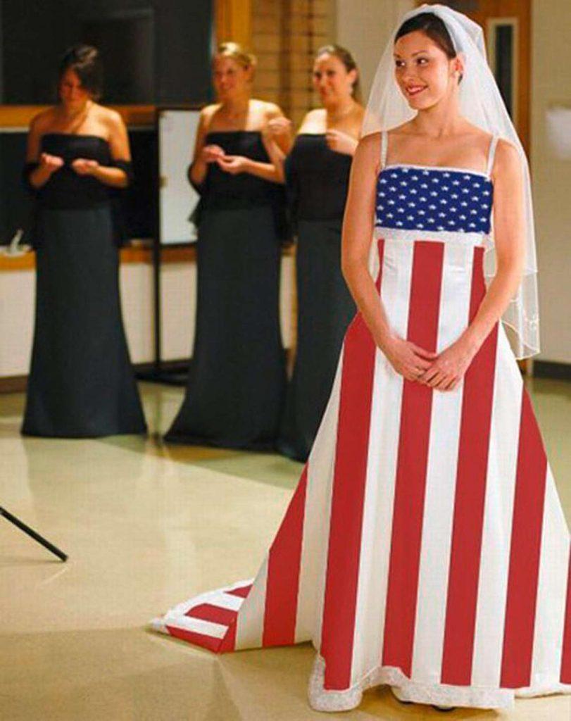 Невеста в платье цвета американского флага