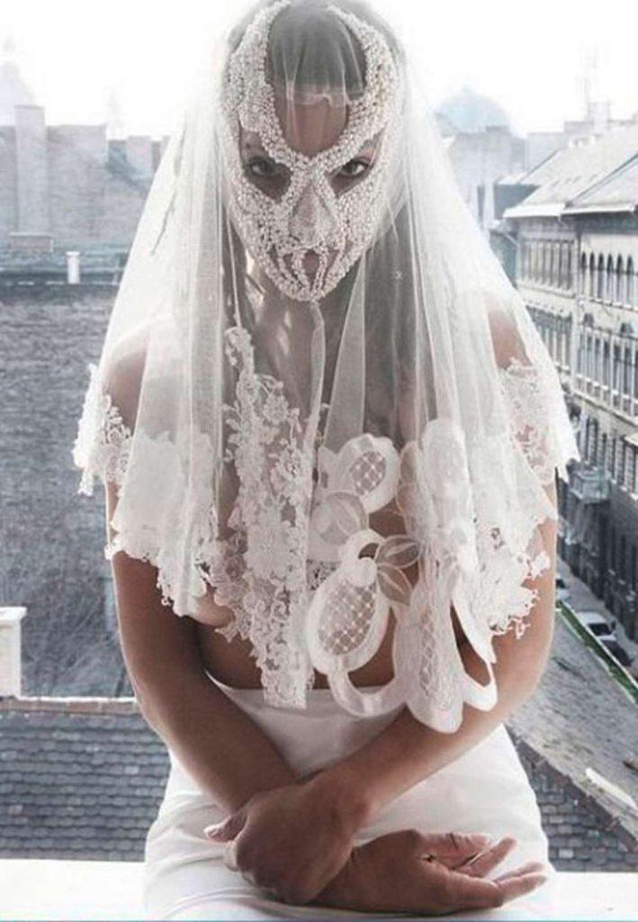 Невеста в з прозрачной паранже