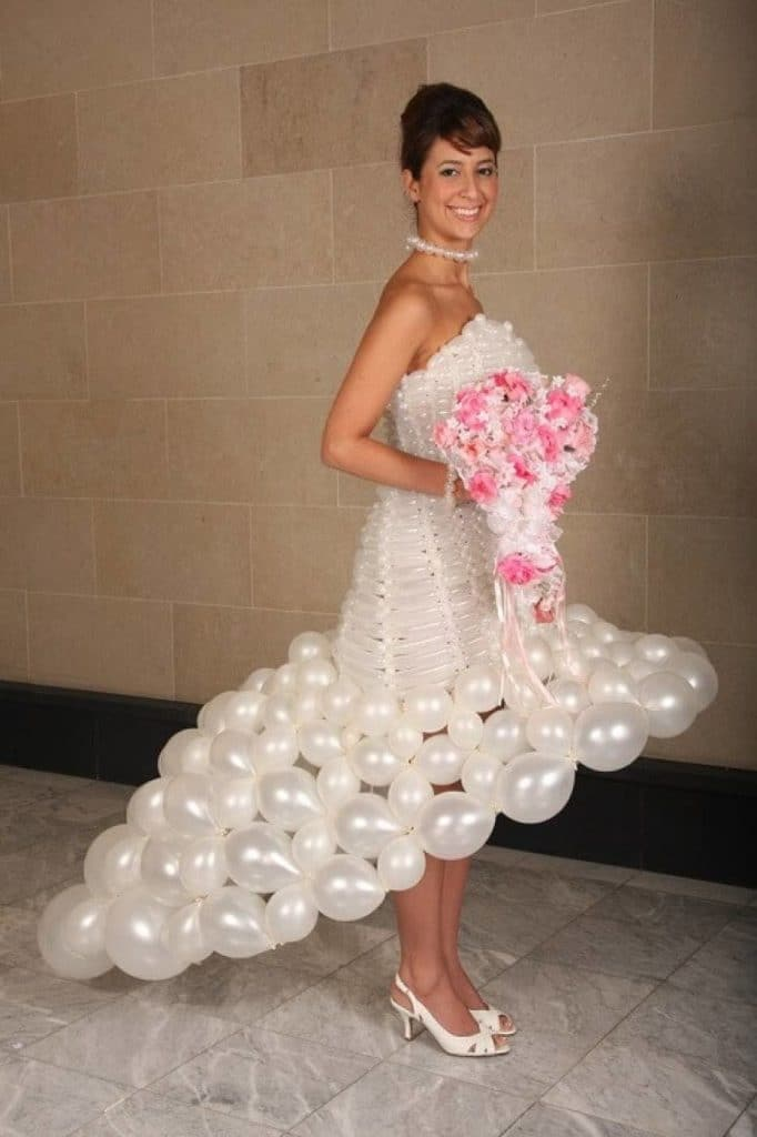 Свадебное платье из шаров