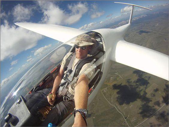 пилот делает селфи в небе