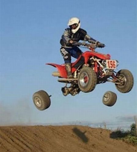 квадроцикл теряет колеса в воздухе