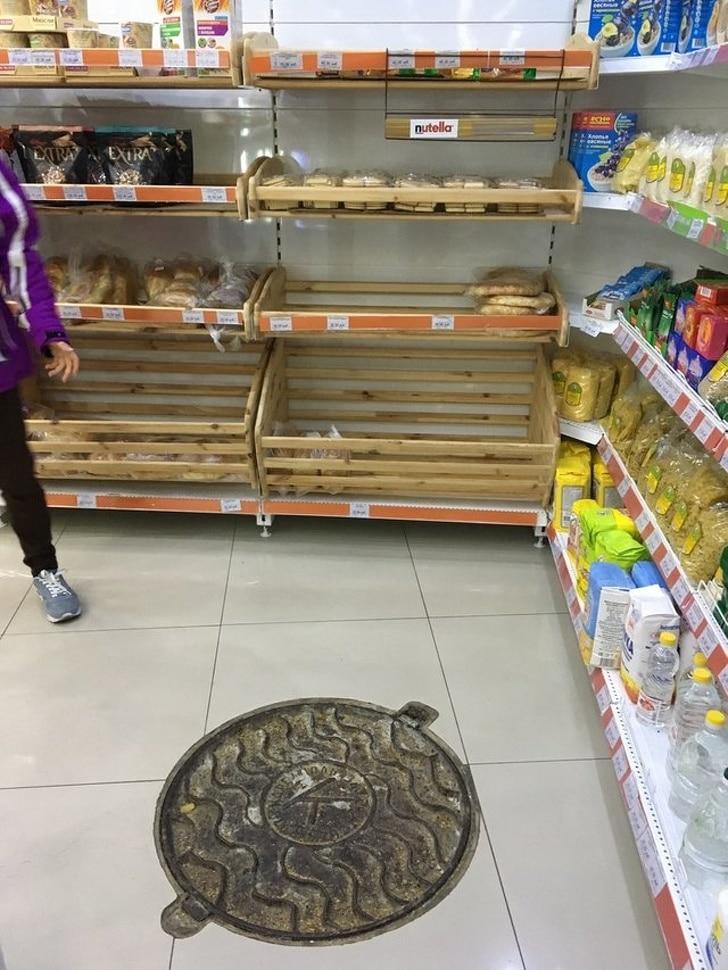 люк в супермаркете