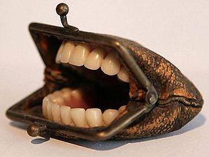 Кошелек с зубами