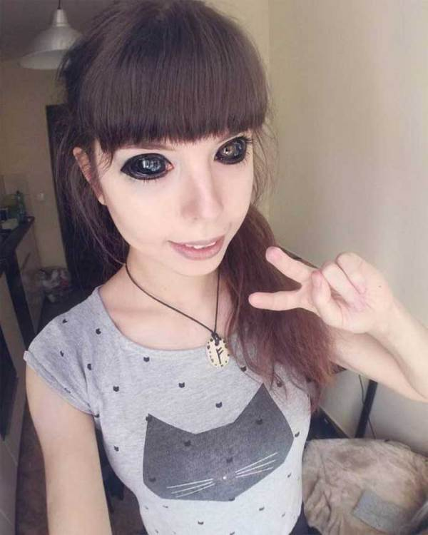 девушка с черными глазами