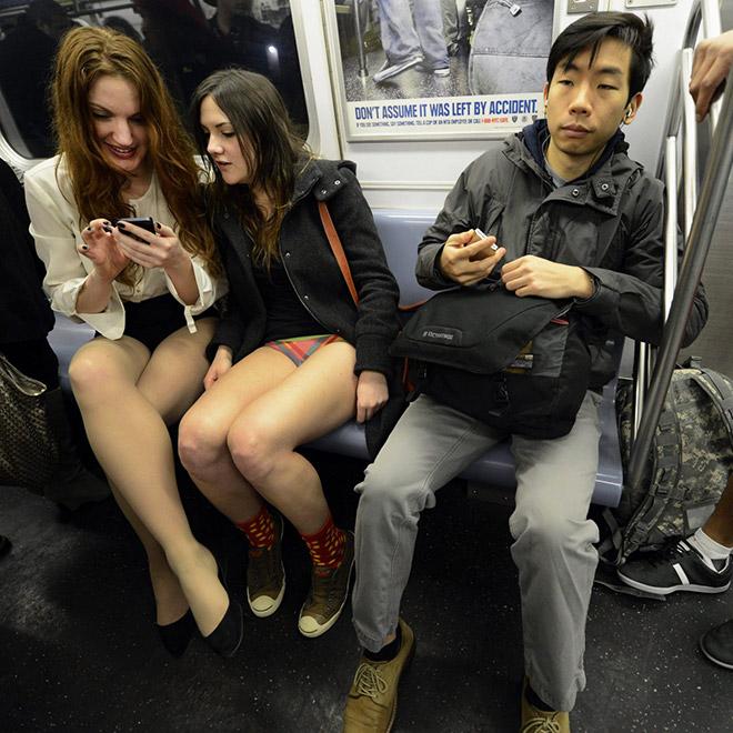 девушки без штанов в метро