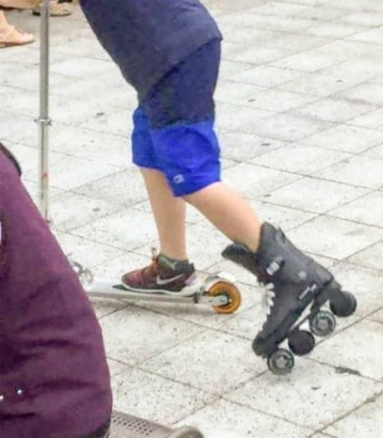 мальчик на самокате и на роликах