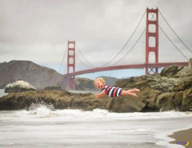 малыш падает в воду на фоне золотого моста в сан-франциско