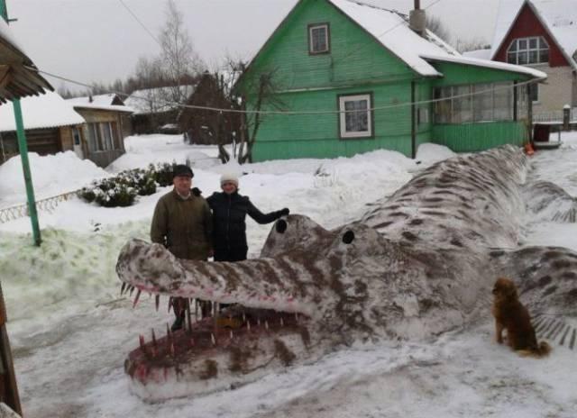 снеговик в форме крокодила