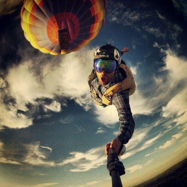 селфи в небе на фоне воздушного шара
