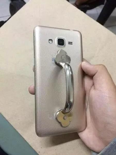 Ручка на телефоне