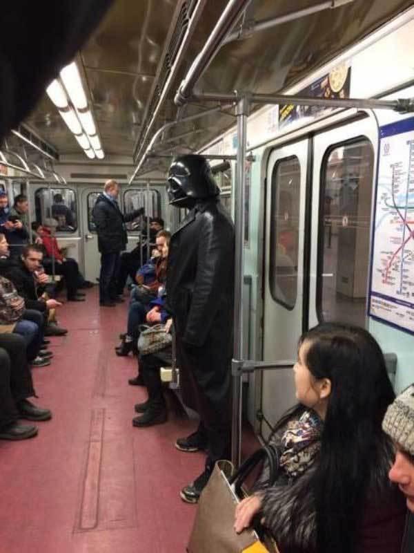 дарт вейдер в метро