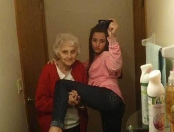 селфи внучки с бабушкой