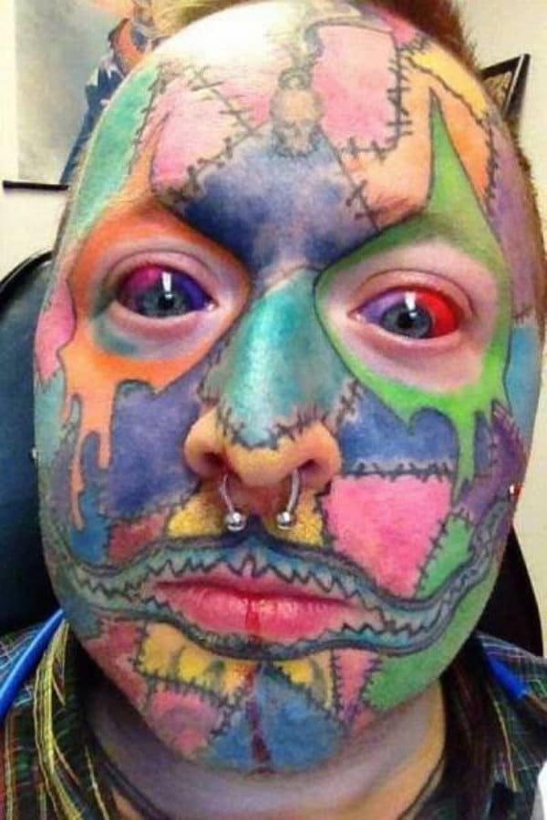 лицо в татуировках