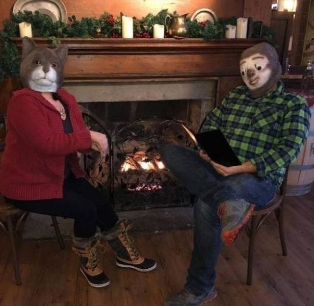 люди в смешных масках