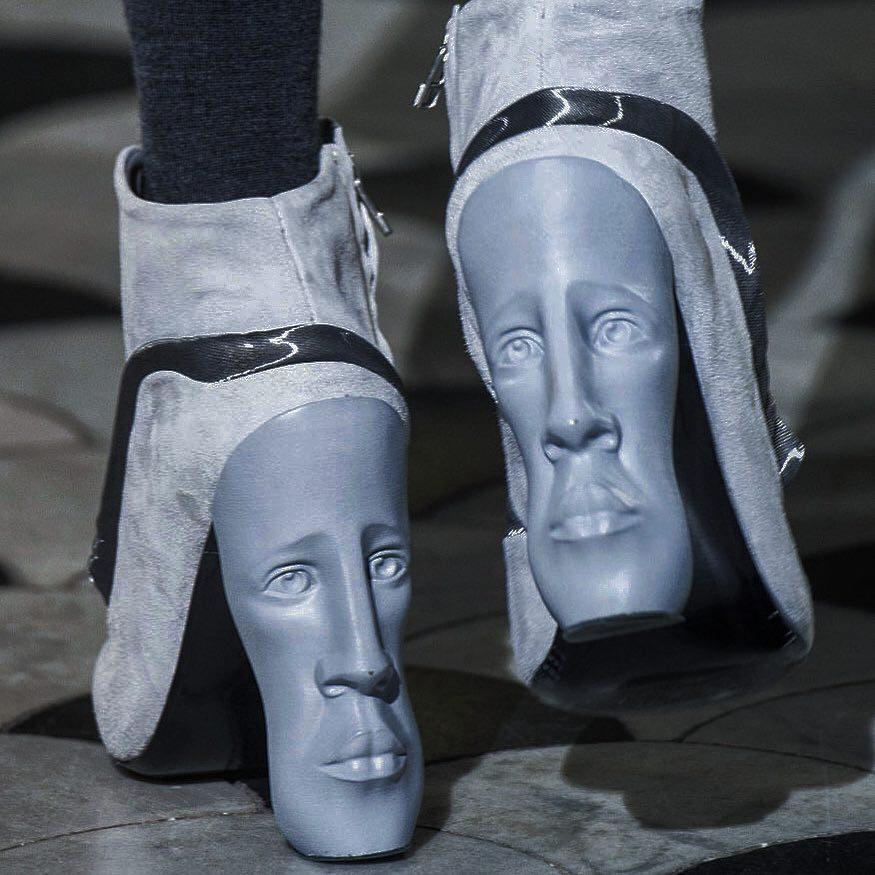 ботильоны с лицом на каблуке