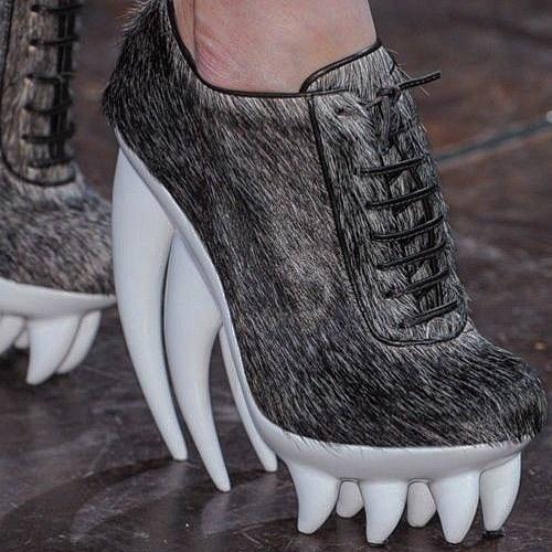 ботинки с клыками
