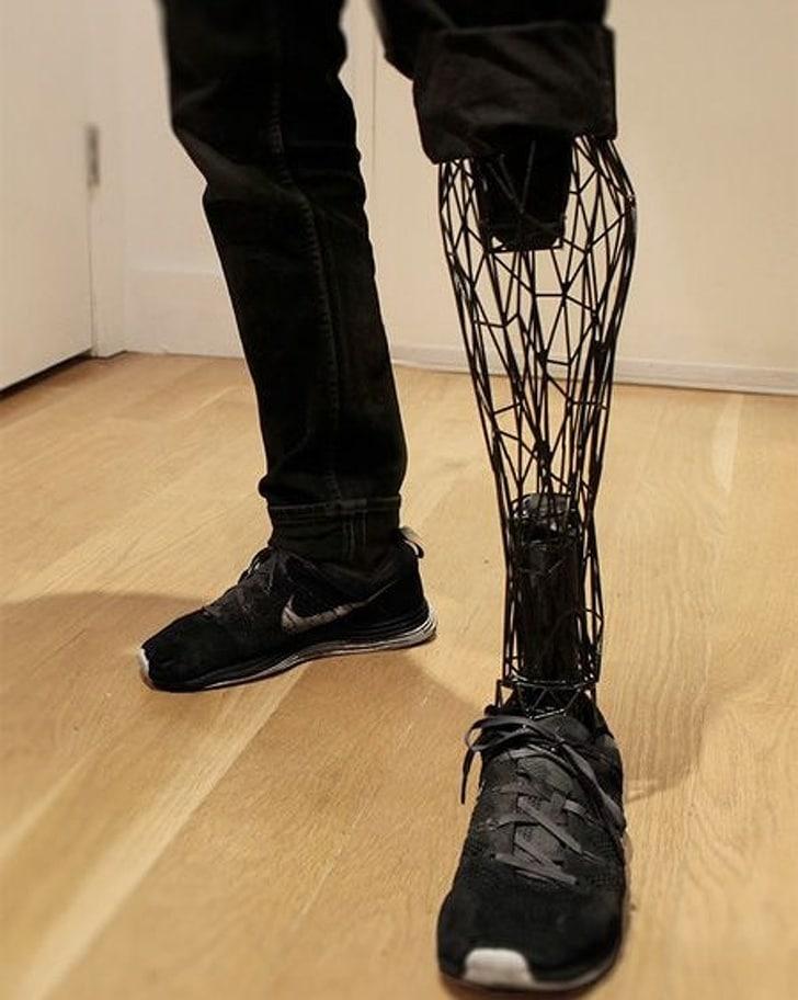 нога на принтере