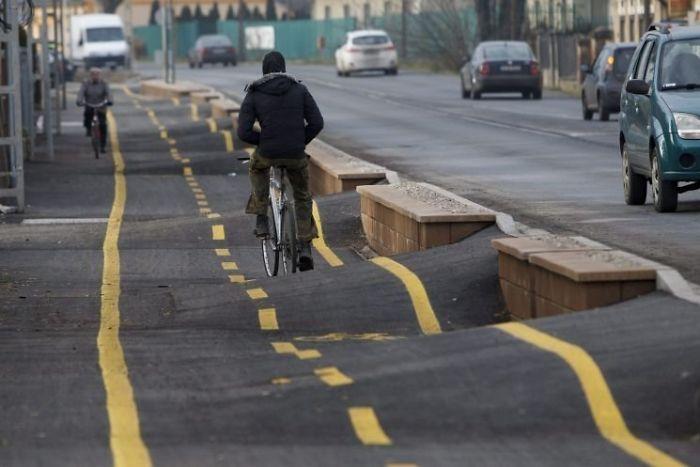 неровная дорога для велосипедистов