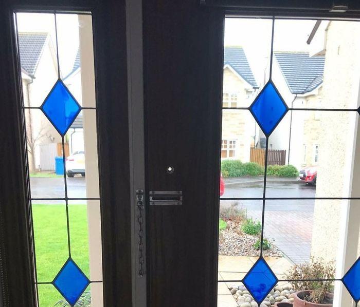 стеклянная дверь с глазком