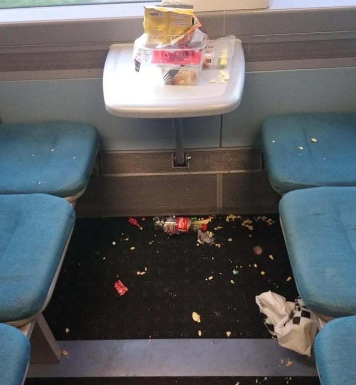 мусор в поезде