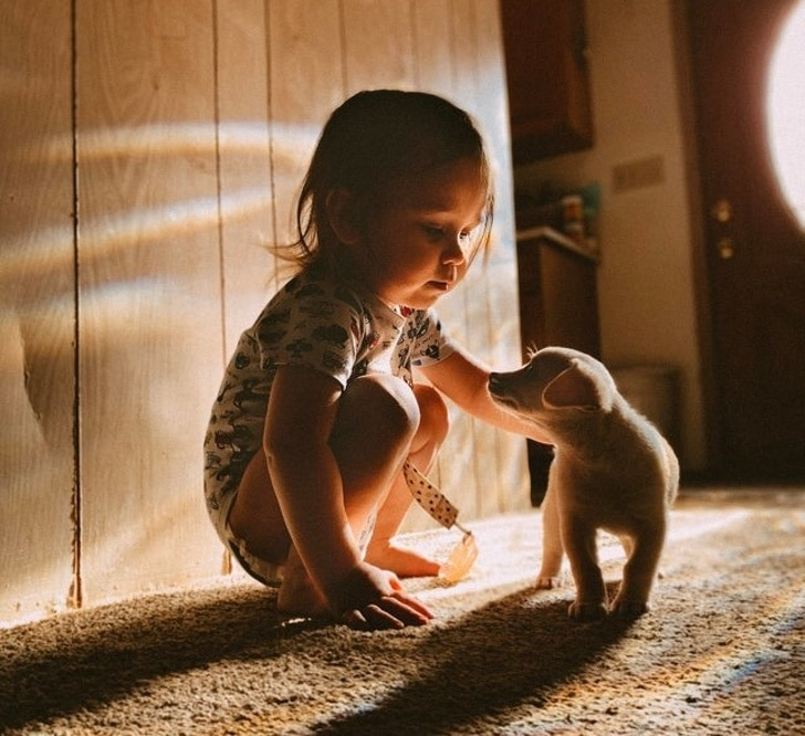 ребенок со щенком