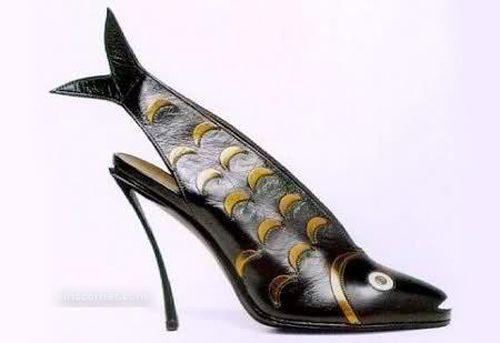 черные туфли в виде рыбы