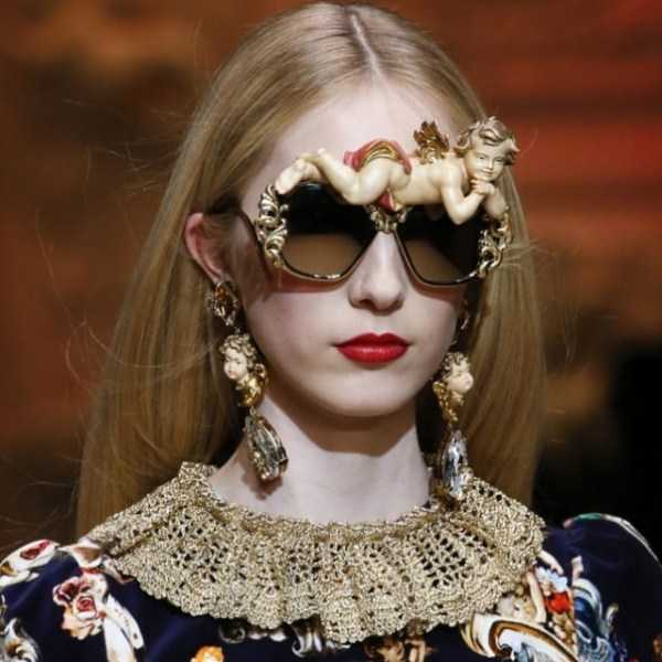девушка в солнцезащитных очках